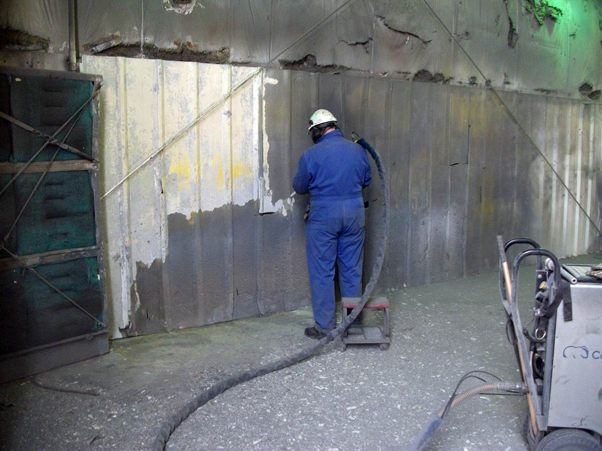 Metal wall cleaning