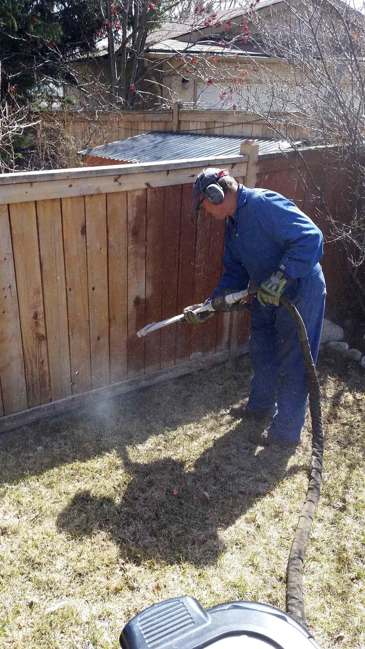 Stripping a cedar fence for repainting